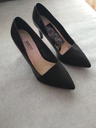 Zapatos salón con etiqueta