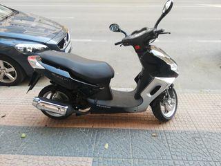 se vende moto Peugeot sum up de 125 de 4 tiempo de