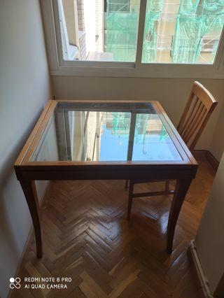 Mesa extensible de cristal con 4 sillas a juego