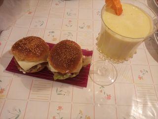 menu casero hamburguesa zumo casero o coca cola