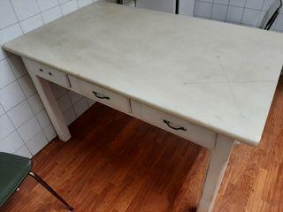 Antigua mesa de madera 130*80*80
