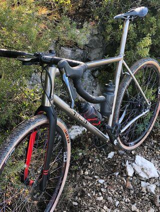 Bicicleta gravel titanio jguillem