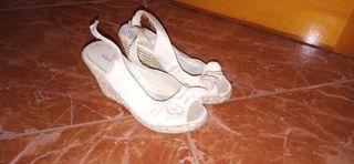 Zapato cuña beige