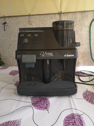 Cafetera marca Saeco Vienna superautomática