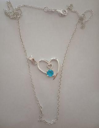 Collar plata corazón azul.