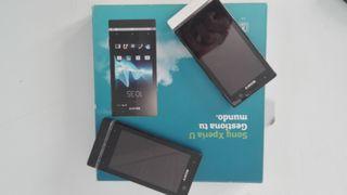 3 Telefónos móviles 2 Sony Xperia U, 1 Nokia 500