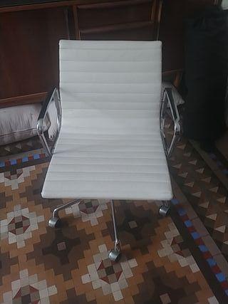 Sillon Blanco De Piel. Colecciónista