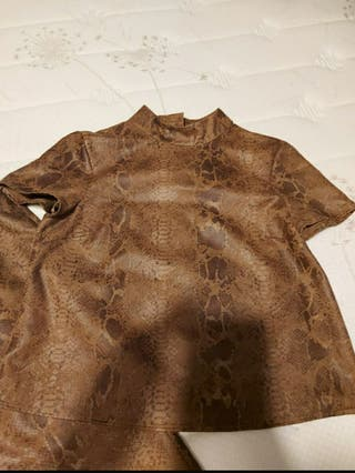 Top/camiseta piel de serpiente ZARA