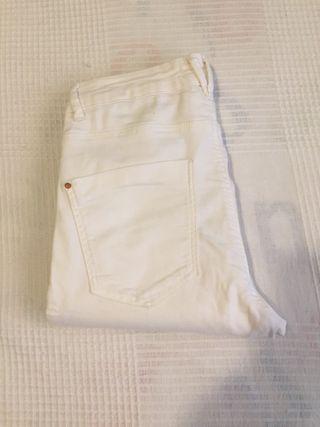 Pantalón blanco Bershka pitillo T 38