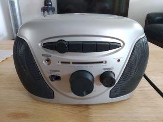 Radio con reproductor de cassettes