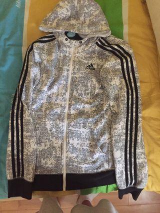 Sudadera Adidas con capucha