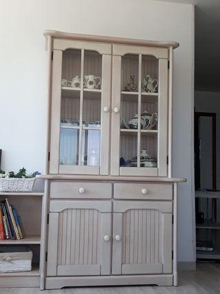 Vitrina y muebles auxiliares color pino blanco