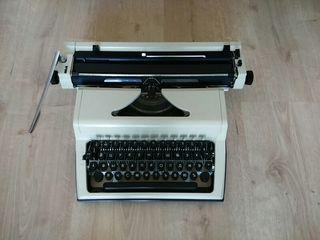 Maquina de escribir en cirilico