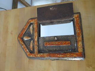 Espejo con marco artistico