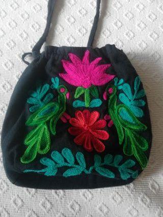Bolso flores bordadas