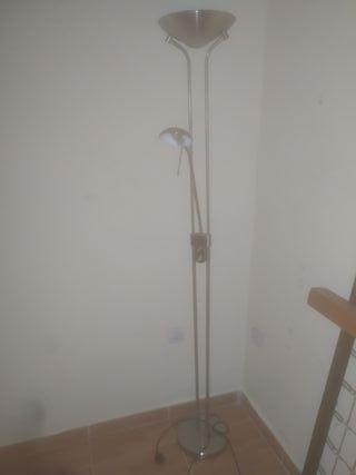 lámpara de pie con regulación de luz