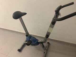 Bicicleta estática con consola AA++