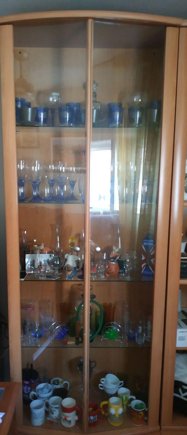 vitrina estantería de cristal y madera