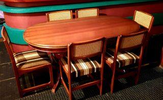 6 sillas y mesa de madera
