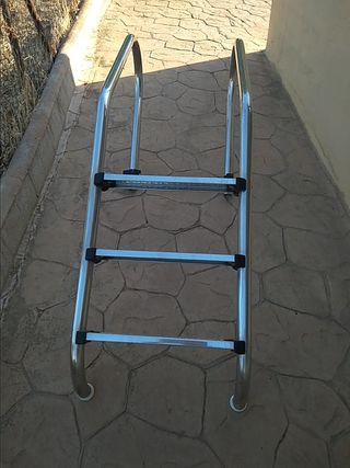 Escalera de acero inoxidable para piscinas