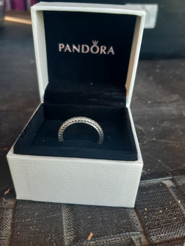 Vendo Anillo Pandora Plata Circonita De Segunda Mano En