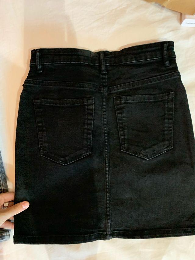 Faldas de zara . Negra y gris