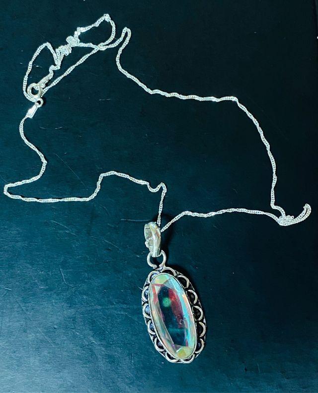 Colgante Cuarzo Aura Blanco y cadena en plata ley