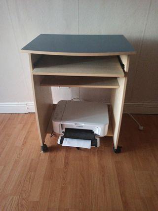 mesa ordenador con ruedas