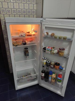 Vendo nevera-frigorífico. Nueva. Corberó