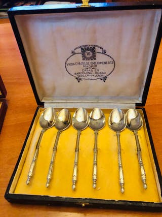 Lote con caja de cucharas de cafe de plata Meneses