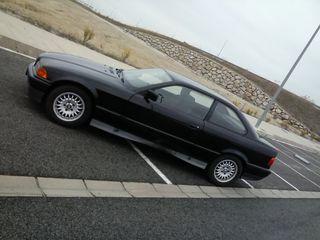 BMW 320 coupé E/36