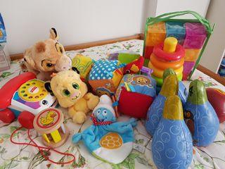 lote juguetes bebé. cubos pirámide peluches teléfo
