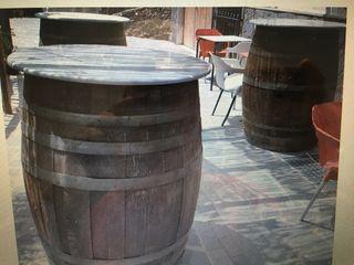 Barriles de decoración. Bar pub cafetería