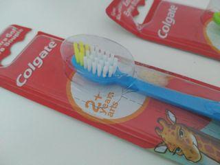 Cepillos de dientes infantiles Colgate