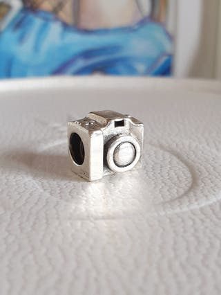 Charm cámara plata