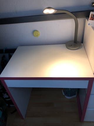 Escritorio+lámpara+silla
