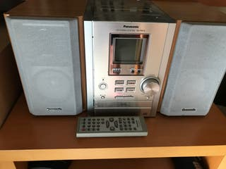Reproductor de Cds y soporte marca Panasonic