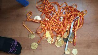 34 medallas