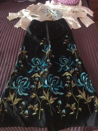 Falda y camisa a juego de fiesta bordada