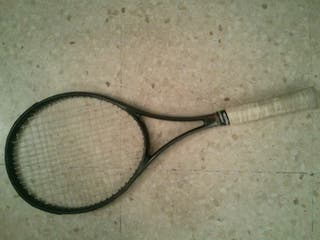 Raqueta de tenis de grafito.