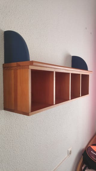 Leja de madera con escritorio a juego