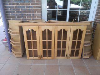 Muebles altos de cocina, madera buena.