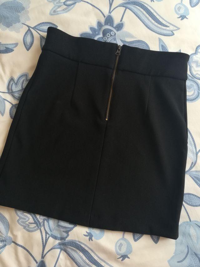 Falda negra lazo