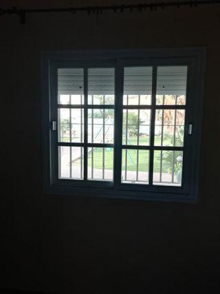 Se vende ventana y persiana de aluminio