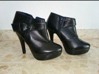 Botines negros de tacón