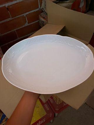 Fuente de porcelana blanca