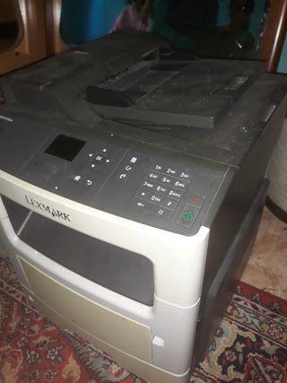 Fotocopiadora y impresora Lexmark.