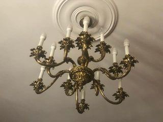 lampara techo antigua junto con candelabros