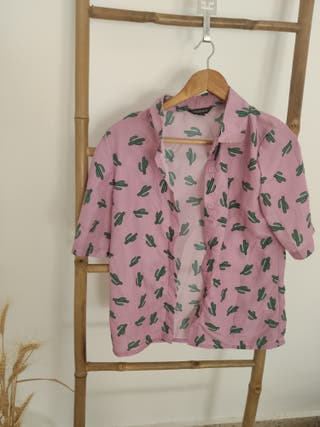 Camisa rosa con cactus de manga corta