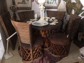 Mesa mexicana y 4 sillas de cuero y madera